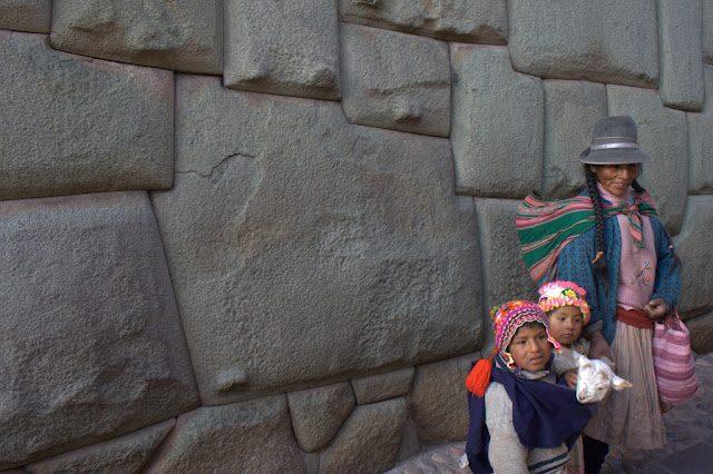 Cuzco-FamiliaIncaRocaDoceAngulos