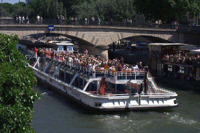 Paris-BarrioLatinoSenaBarco