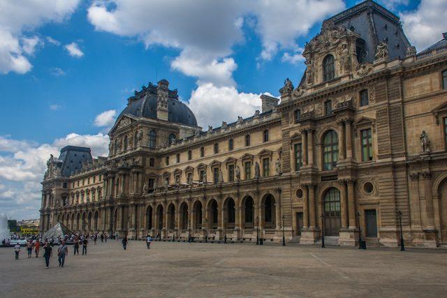 Paris Fachada Museo Louvre