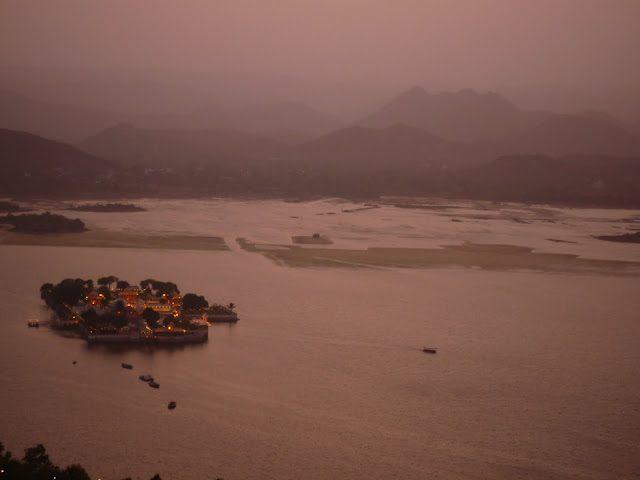 Udaipur-PuestaSolLagoPichola