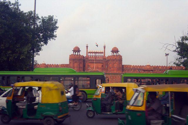 India Delhi Cruza rCalle Fuerte Rojo