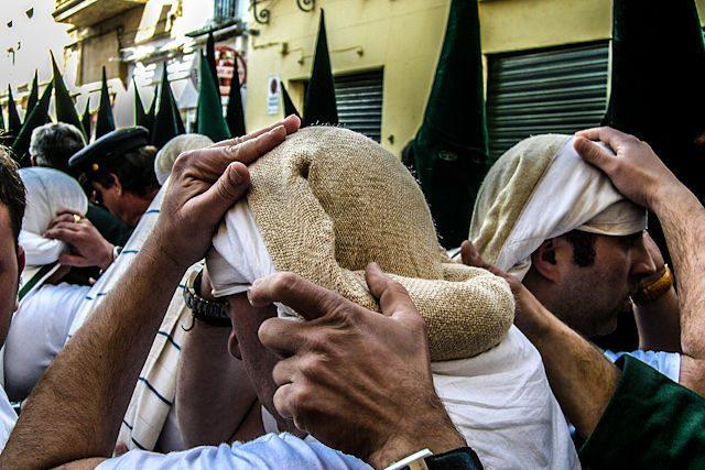 Sevilla Semana  Santa Hermandad Macarena Costaleros Paso