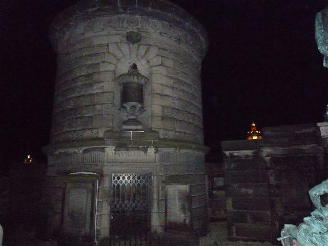 Reino Unido Escocia Edimburgo Cementerio Old Calton Tumba David Hume Torre