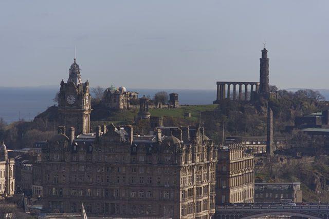 Calton Hill desde el castillo de Edimburgo