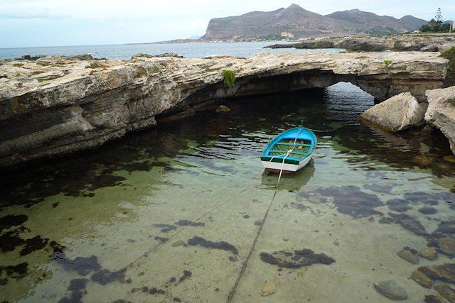Favignana Sicilia Italia Grotta Perciata Barca
