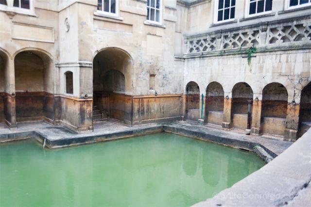 Baños Romanos Inglaterra:Manantial sagrado al que se lanzaban las peticiones de plomo
