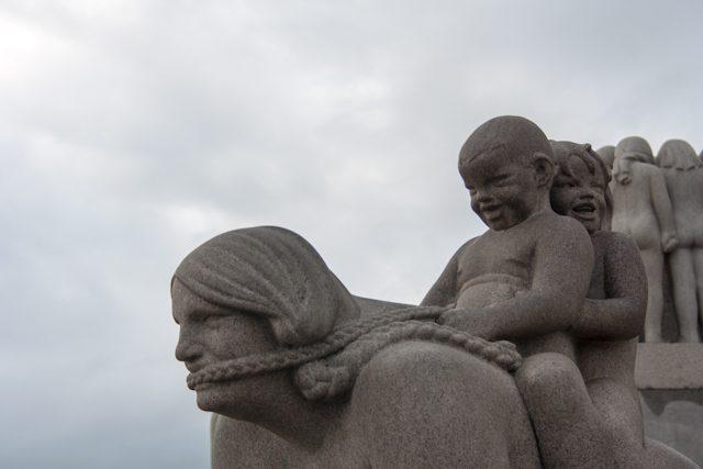Noruega Oslo-Vigeland Park Estatuas