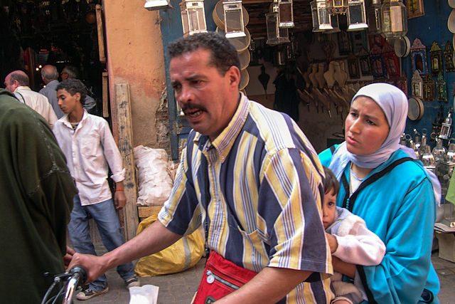 Marruecos-Medina Familia Moto
