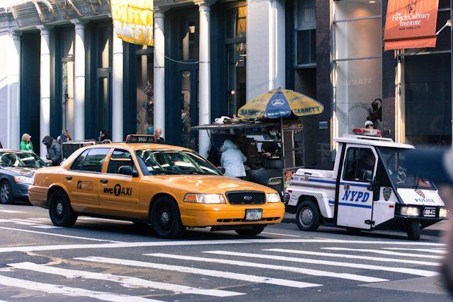 Nueva York Puesto Perritos Taxi