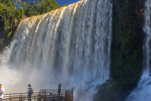 Argentina Cataratas Iguazu Abajo Sara