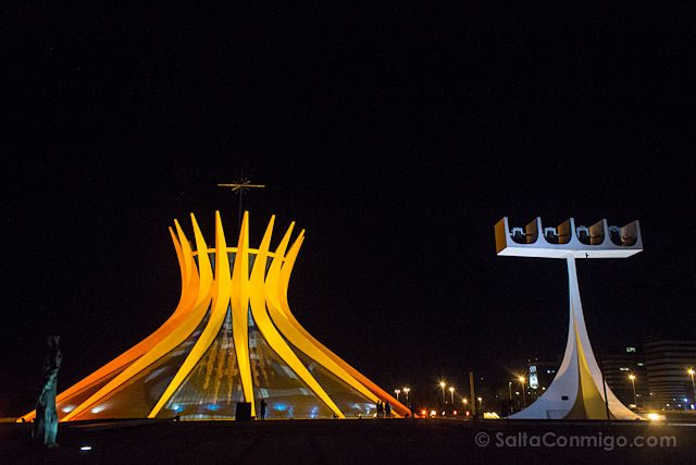 Brasilia Catedral Exterior Nocturna