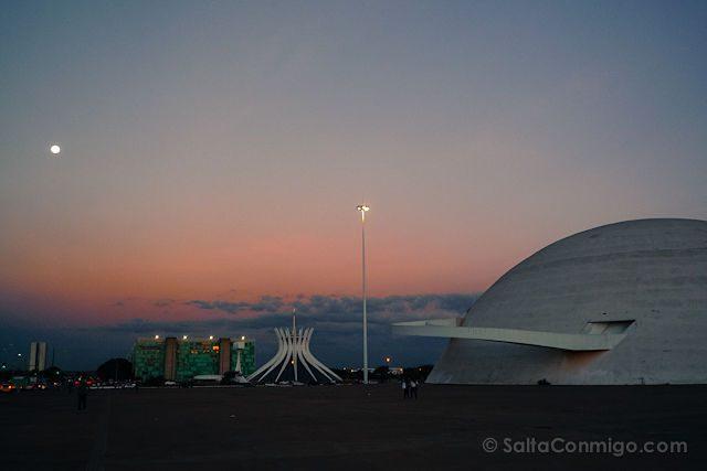 Brasilia Catedral Museo Puesta de Sol