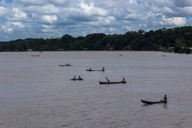 Río Amazonas Acercarse Barco