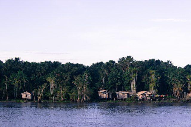 Río Amazonas Casas Orilla