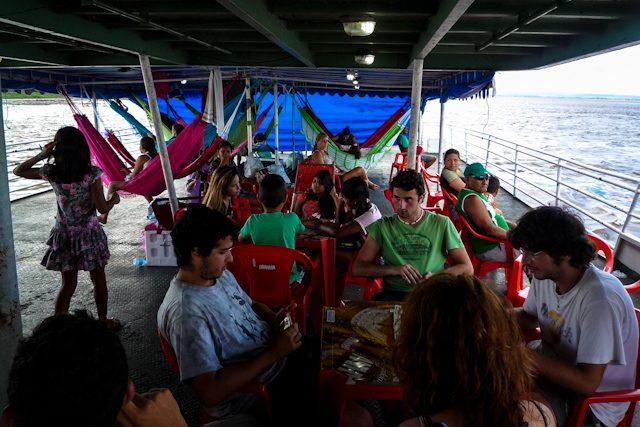 Río Amazonas Dominó En Cubierta
