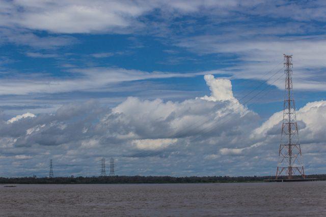 Río Amazonas Torre Electricidad