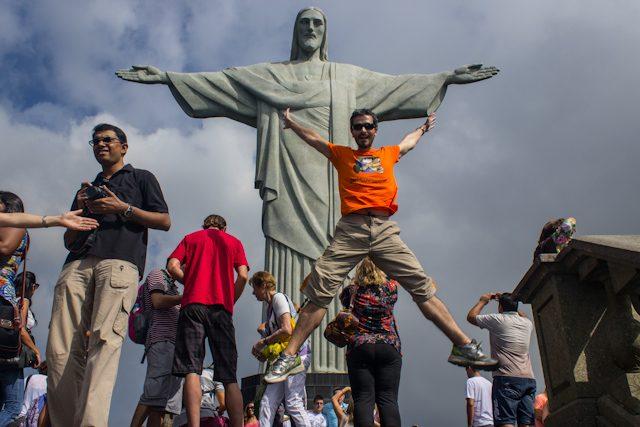 Rio De Janeiro Saltando Corcovado
