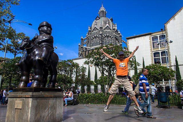 Medellin Plaza Estatuas Fernando Botero Salto