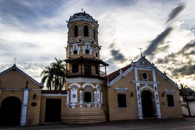 Mompos Iglesia Santa Barbara