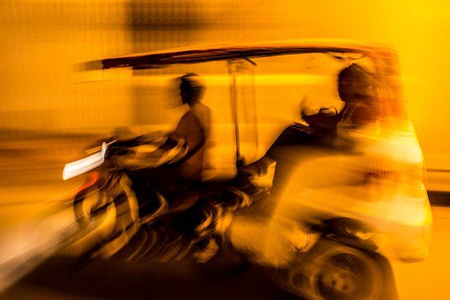 Mompos Mototaxi Calle Noche
