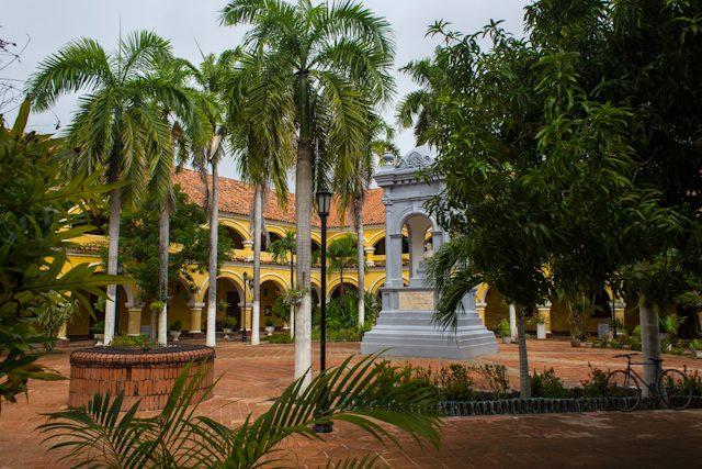 Mompos Patio Colegio Nacional Pinillos