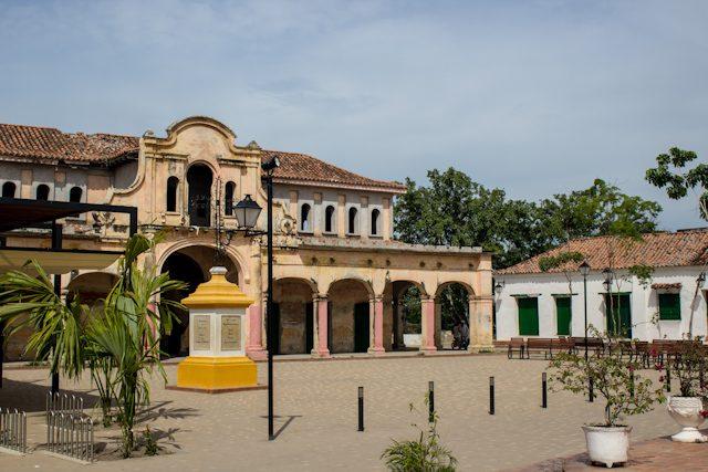 Mompos Plaza