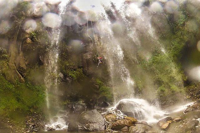 Baños Wonderful Ecuador Canyoning Voladizo