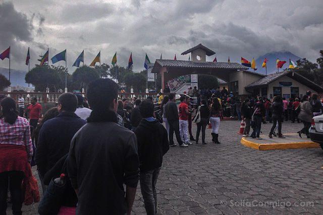 Quito Mitad Del Mundo Colas Entrada