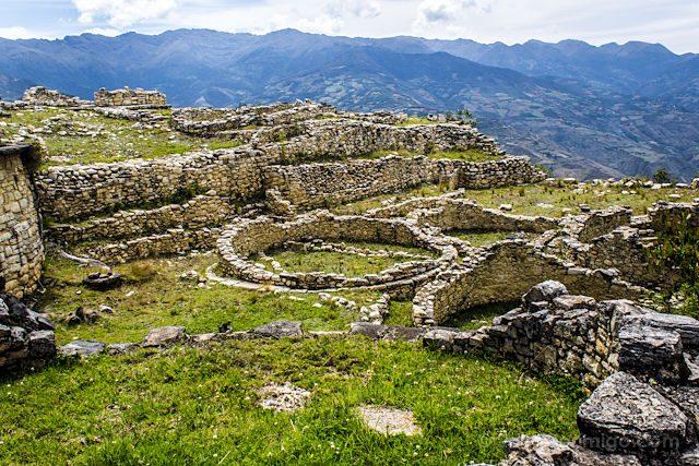 Chachapoyas Fortaleza Kuelap Ruinas Casas Circulares