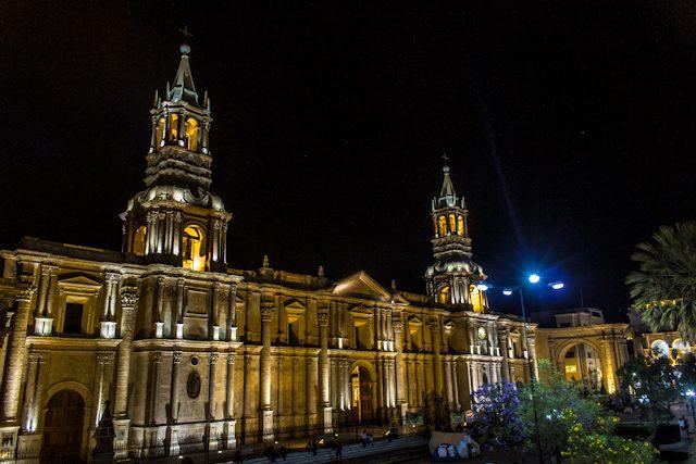 Que ver en Peru Arequipa Plaza Armas Catedral Nocturna