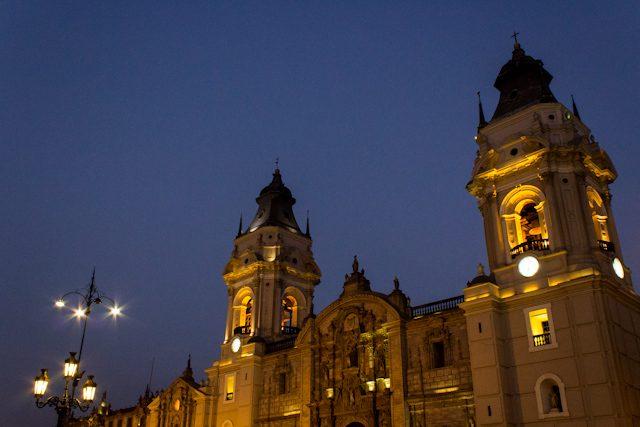Lima Plaza de Armas Catedral Puesta Sol