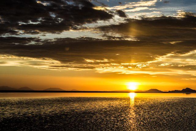 Salar de uyuni puesta de sol