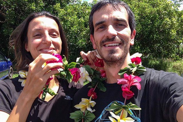 Isla De Pascua Rapa Nui Hangaroa Mahinatur Collares Flores Aeropuerto