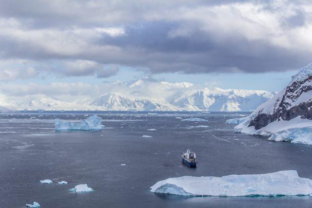 Antartida Barco Glaciares Icebergs