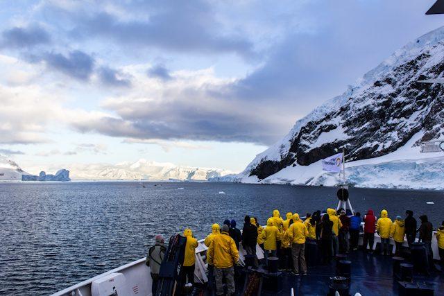 Antartida Barco Glaciares Popa Gente
