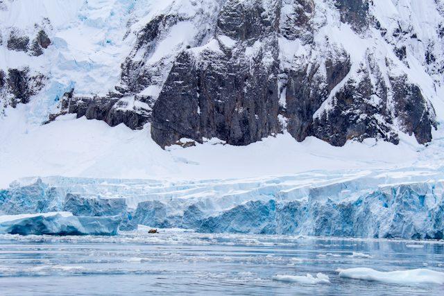 Antartida Zodiac Glaciar Montaña