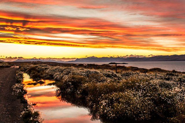 Argentina El Calafate Puesta Sol Terraza Coirones