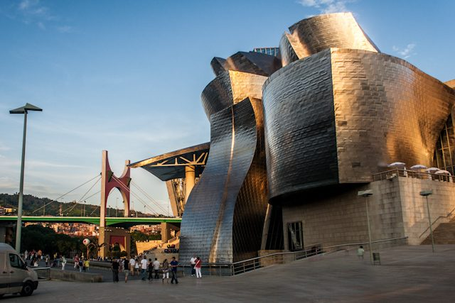 Bilbao Guggenheim Lateral Puente