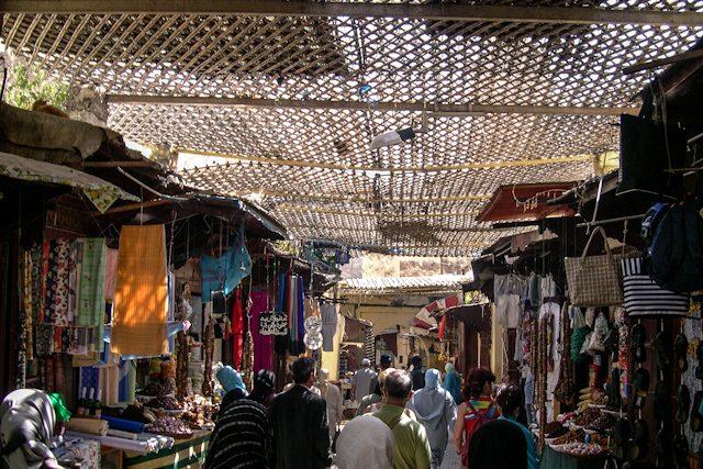Marruecos Fez Medina Zoco Ropa