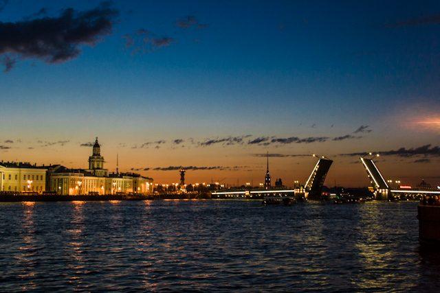 Rusia San Petersburgo Puente Abierto