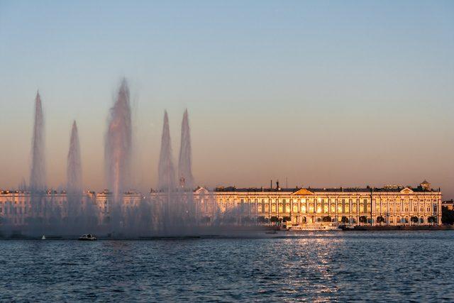 Rusia San Petersburgo Fuente Rio Neva