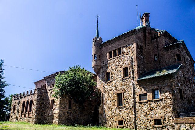 Barcelona Colonia Guell Casa Maestro