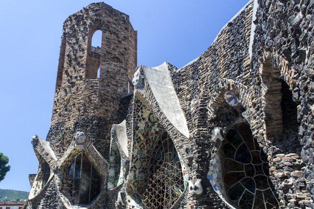 Barcelona Colonia Guell Cripta Gaudi Exterior Cerca