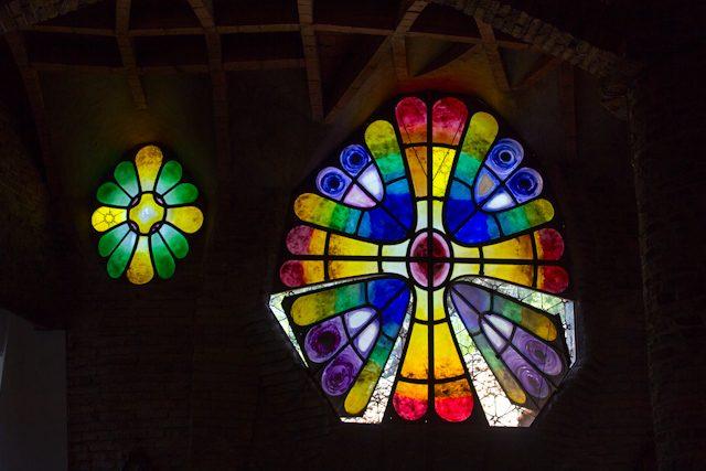 Barcelona Colonia Guell Cripta Gaudi Interior Vidrieras