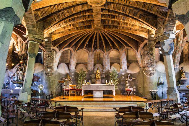 Barcelona Colonia Guell Cripta Gaudi Interior