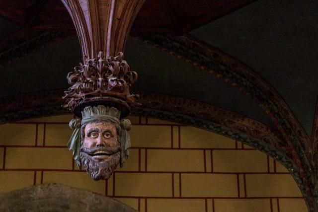 Perpignan Catedral Cara Infiel Demonio