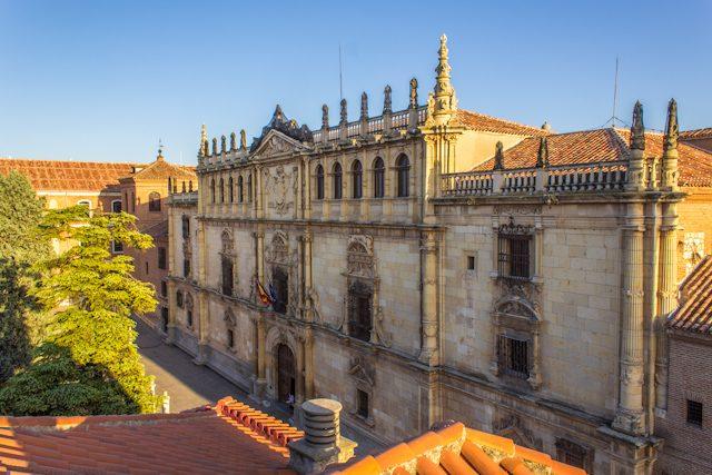 Alcal de henares de la plaza cervantes a la universidad for Calderas alcala de henares