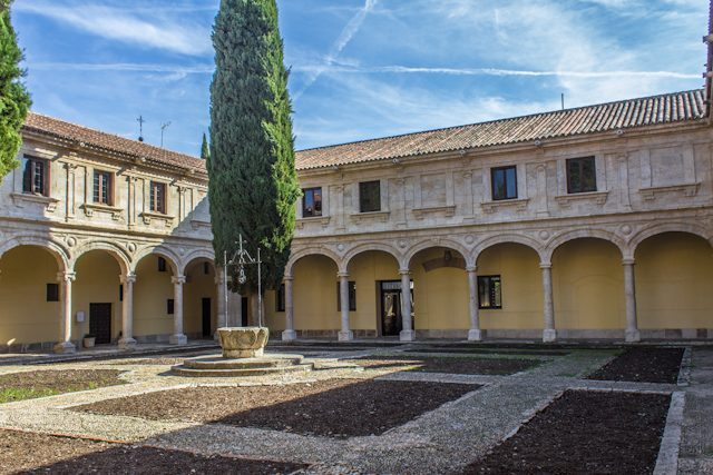 Alcala Henares Patio Universidad