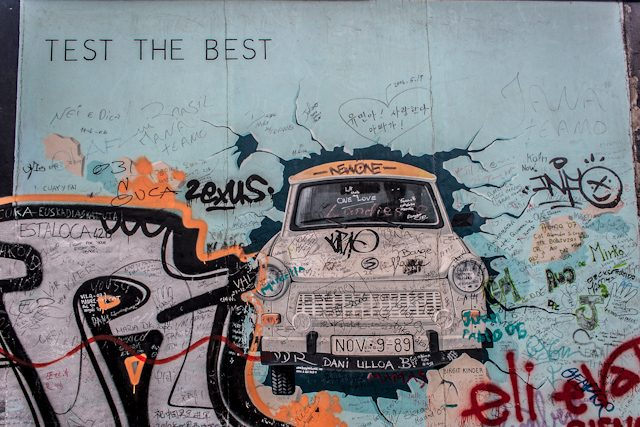 Alemania Muro de Berlin East Side Gallery Coche