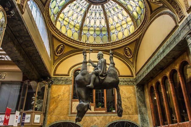 Praga alternativa escultura caballo David Cerny